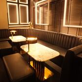 【2階】ゆったりと楽しめるソファー席。こちらの席では10名様まで着席可能です。