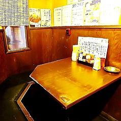 テーブル2名様!カップルシートになっていますので美味しいごはんを食べながら楽しんで周りを気にせずゆったり出来る空間です。