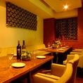 上品なテーブルとソファが印象的なVIP個室は最大10名収容可能!人気のため、お早めのご予約をおすすめします★