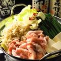料理メニュー写真特製もつ鍋(雑炊orちゃんぽん付)(もつ・キャベツ・豆腐・ゴボウ・ニラ・ニンニク入)