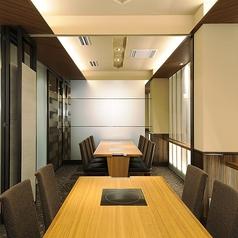 1階 個室 テーブル席8名様部屋 2間。5名様から16名様まで貸切でご利用頂けます。