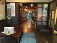 民家を改装した店内は、昼と夜でまた雰囲気が変わります。是非、どちらの時間帯にもご来店ください!