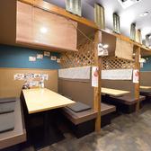 ゆったり6人掛けのテーブル席です。すだれのれんが閉めれるので、個室ではないですが簡単なプライベート空間にはできます。
