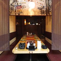 2~4名様用の少人数向けプライベート空間。仕切りもあるのでゆっくりお食事されたい方におすすめです◎