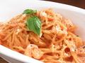 料理メニュー写真エビとチーズのトマトクリームパスタ