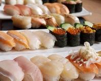 人肌のしゃりにこだわる、ひとまわり小さめの握り寿司