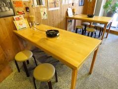 お仕事帰りに使いやすいテーブル席もご用意しています。