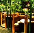 【笹の庵】2名から5名様までご利用いただける当店の人気ナンバー1のお席。竹に囲まれて和の雰囲気を存分に楽しみながら九州料理とお酒をお楽しみいただけます。