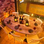 可愛い楕円形のテーブル席です。