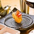 料理メニュー写真地鶏トマチョビソース