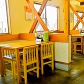 足の悪いお客様やご家族連れ、少人数でのご来店に重宝される定番のテーブル席は、すぐに埋まってしまうので、早い時間のご利用がおすすめです。