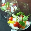 料理メニュー写真彩り野菜とチーズのカプレーゼ風