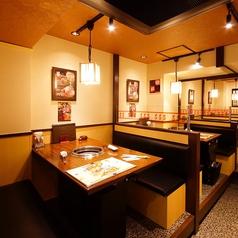 【1F/テーブル席】気軽に入れるテーブル席はご家族様にもオススメです。