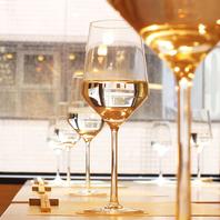 厳選された日本酒をワイングラスでご堪能いただけます。