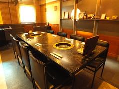 【広々テーブル♪】8名様席!!ご家族や送別会、歓迎会、各種宴会にもってこいのお席です♪すだれで仕切って個室風に♪