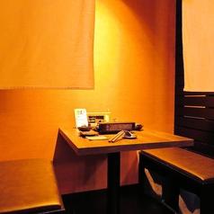 デートや、友達同士など、少人数でのご利用にぴったりのボックス席。落ち着いた空間でゆっくりとお食事できます