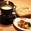 料理メニュー写真3種チーズのチーズフォンデュ(2~3人前)