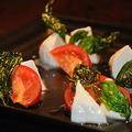 料理メニュー写真フルーツトマトモッツァレラチーズのカプレーゼ