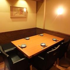 5名様用のテーブル席。