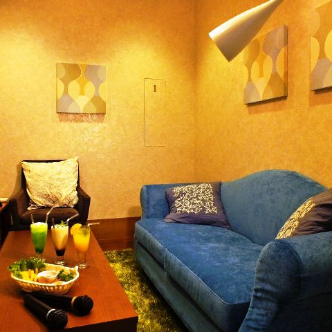 【エレガントルーム】クッション付ソファでゆったりリラックス出来ます。気品ある雰囲気(2部屋あり)♪