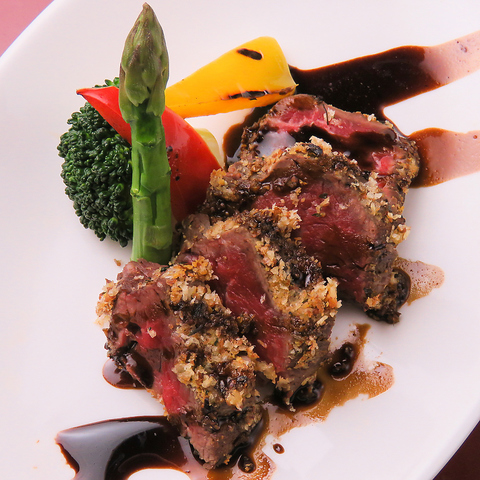 新鮮な阿波の特産・旬の食材をふんだんに使用した、和×洋創作料理の数々…お酒も充実