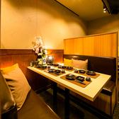 間接照明が柔らかに灯る空間は、お客様に少しでも寛いでいただけるよう細部にまでこだわっております。女子会や合コンのご利用にも◎