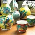 日本酒は美しい九谷焼のおちょこで飲むことで更に美味しく感じられます。