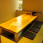 和の温もりあふれる、6~8名様向けの個室。