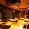全240席の広々とした空間は、天井が高く開放感抜群!【1F】テーブル席 【2F】お座敷