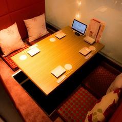 ◆4名様向けのお席◆情緒ある和個室です。和の趣ある4名様向け個室席は目上の肩とのお席にも安心してご利用いただけます。ふかふかのマットに掘りごたつのお席でおくつろぎください。完全個室のお席なら、ゆっくりとお酒を楽しむこともできます。