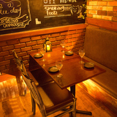 片面ソファ+椅子のテーブル席になっています☆