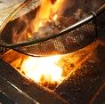 当店で提供している「黒焼き」は、炭火で天井に上るほど豪快に焼き上げます。一気に焼き上げる「黒焼き」は、噛めば噛むほど旨みをお楽しみ頂けます。
