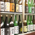 厳選の日本酒がずらり。期間限定の銘柄、一年を通して人気の銘柄、様々ご用意しております。また、当店は単品飲み放題もあり、プラス500円で日本酒と焼酎がグレードアップいたします。大切な接待、ご宴会、普段使いの飲み会まで、幅広くご利用くださいませ。親方の作る料理は見た目も美しく、目でもお愉しみいただけます。