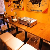 テーブル席(4名様~6名様)テーブル席なので、お席の移動も簡単♪♪途中で席替えもできるので用途も自由自在です。仕切りがないので皆さんのお顔を見ながら厳選焼肉を堪能できちゃいますよ♪