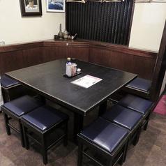 6名テーブル×2/4名テーブル×2/10名テーブル×1でのご用意となります。人数に応じてお繋ぎできますのでお気軽にお電話ください♪