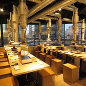 「焼肉」をしやすいオープンスペース♪広々と、ゆったりとした店内は会社やサークルの飲み会など大人数の宴会からデートや親しい友人などの少人数の飲み会まで幅広いシーンでご利用頂けます。清潔感のある店内でこだわりの焼肉をお召し上がりください。