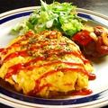 料理メニュー写真ふわふわ卵のオムライス サラダ付き
