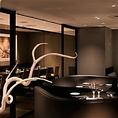 【テーブル個室】ご接待、ご会食利用時に人気の完全個室店内から独立した作りになっております、こちらの完全個室は最大16名様までご利用いただけます。
