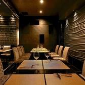 最大12名様迄収容可能な個室をご用意しております。周りを気にせずごゆっくりお食事をお楽しみくださいませ。