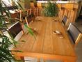 観葉植物に囲まれたテーブル席はいつもと違う宴会を楽しむことが出来ます。