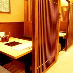 最大4名様でご利用頂ける個室は3つございます。ご希望の際はお早めにご予約を。