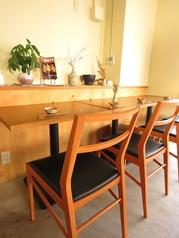 お1人様もOKのテーブル席。インテリアを眺めながらお食事を堪能出来ます。