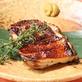 料理メニュー写真鶏もも肉の皮パリ焼き