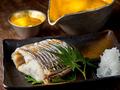 料理メニュー写真旬の魚の炭火焼き