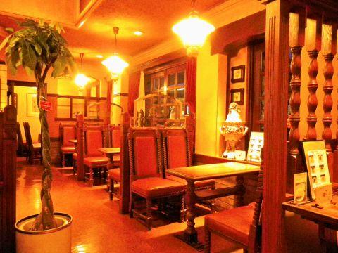 本格的なコーヒーと紅茶が味わえる喫茶店。軽食も種類豊富。