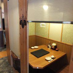 2名様・4名様・6名様でご利用可能な個室をご用意♪デートや接待、家族団欒などそれぞれのシーンに合わせてご案内致します!海鮮居酒屋 はなの舞 蓮田西口店