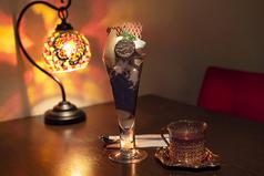 落ち着ける雰囲気、壁際のテーブルは人気☆