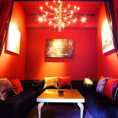 大人気のソファ個室♪プライベートな集まりにも最適なくつろぎ空間です