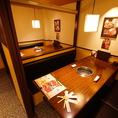 【1F/扉付テーブル個室】2部屋限定の個室は、中央の仕切りを上げて最大8名様でご利用いただくことも可能でございます。