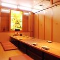 10名様までの完全個室は家族団らんにぴったり。会社帰りの飲み会など、少人数でのお集りにご利用頂けます。4名様用のBOX席など、完全個室以外にも少人数でゆったり過ごせるお席をご用意しております。